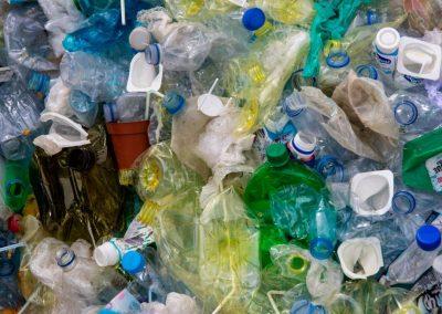 L'Italia ricicla solo il 41% della plastica, non raggiungerà gli obiettivi per il 2025 e il 2030